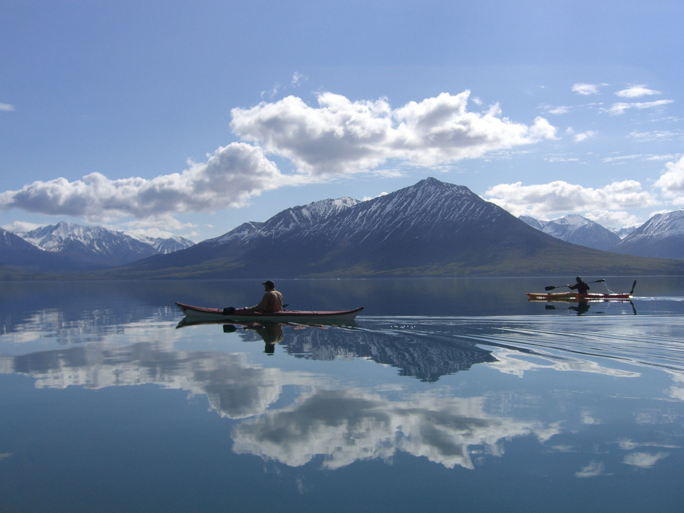 kayaking-on-lake